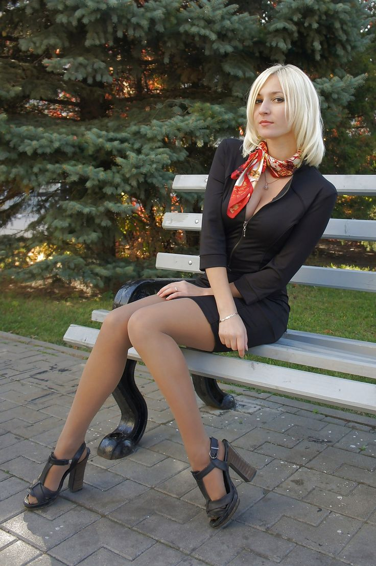 russkie-zhenshini-v-mini-yubkah-foto-goloy-anni-shelest