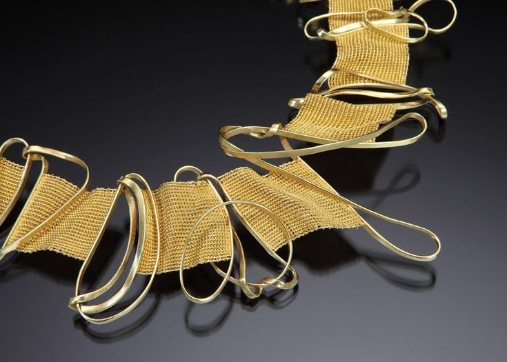 Mary Lee Hu: woven wire: Choker #87, 2002; 18k and 22k gold