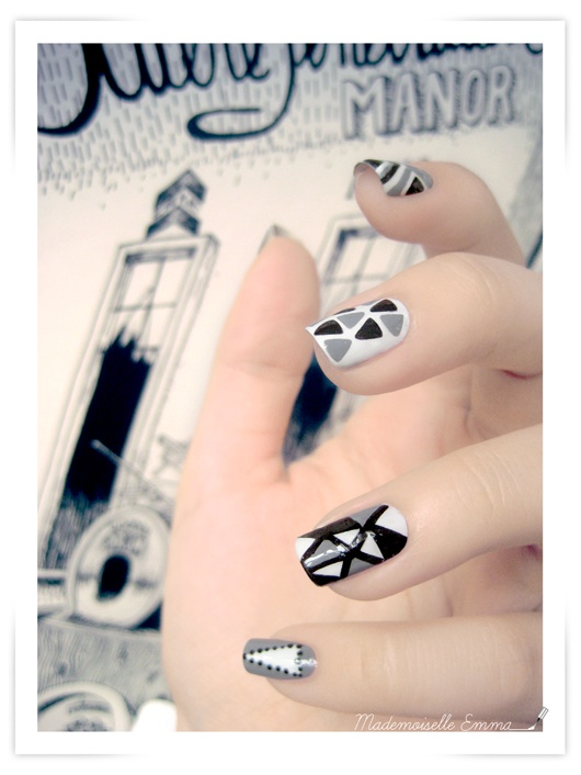 Triangle nails  http://nailartpaintersp.blogspot.com.es/