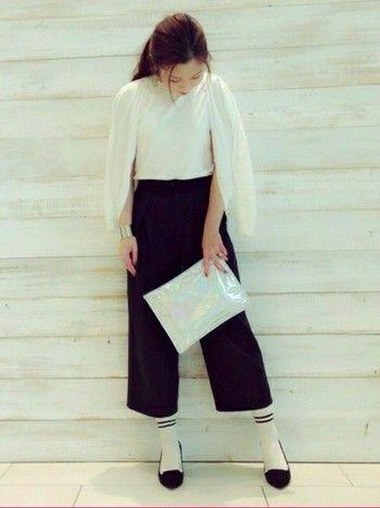 もはや、パンプス×靴下の組み合わせは、ガウチョパンツの冬の定番スタイルといっても過言ではないくらいです。同じ足元でも、いろんなテイストのファッションが楽しめそうですね。
