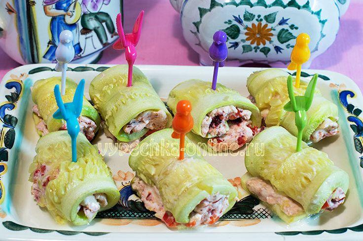 📌 Кабачковые рулетики с творогом + рецепт маринованного болгарского перца  ➡ http://vypechka-online.ru/pechyom-v-duhovke/kabachkovye-ruletiki-s-tvorogom-retsept-marinovannogo-bolgarskogo-pertsa/  #Кабачки #Творог #БолгарскийПерец #ВяленыеСливы #Закуска #Шпажки #Вкусняшка #Рецепты #ВыпечкаОнлайн #Zucchini #Cheese #Peppers #DriedPlums #Appetizer #Skewers #Yummy #Recipes #CakesOnline