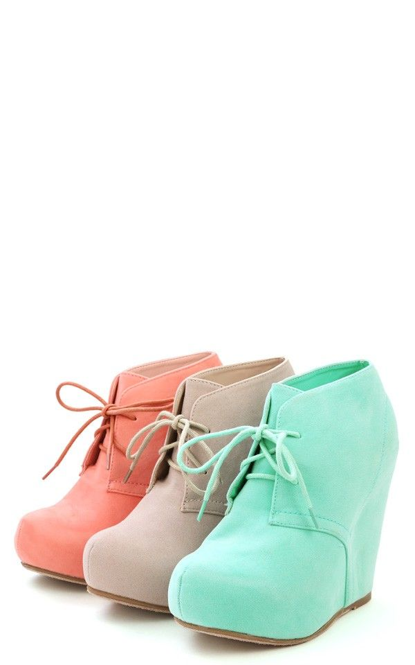 These would be 101828292092 times more comfortable than heels! MINT!!