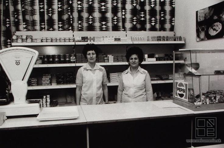 Peter Procházka: Shop clerks in ARMA / Predavačky v ARME (1976)