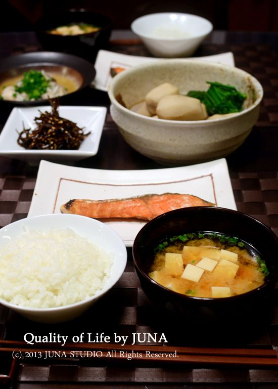 Japanese meal; rice, soup and three dishes 一汁三菜