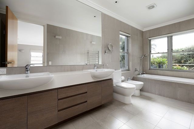 Spacious #bathrooms - #moderndesign by Chateau Architects