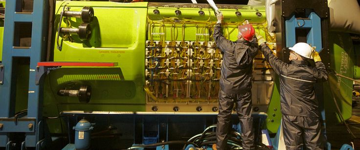 Photo: Preparing the DEEPSEA CHALLENGER for a night dive