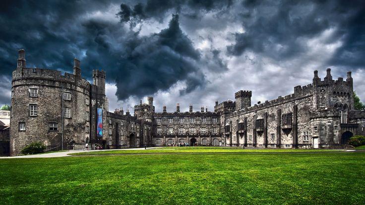 Castelli d'Irlanda: un viaggio attraverso il tempo nella natura incontaminata http://www.sapere.it/sapere/pillole-di-sapere/viaggi-e-tempo-libero/castelli-di-irlanda-viaggio-attraverso-il-tempo-nella-natura-incontaminata.html