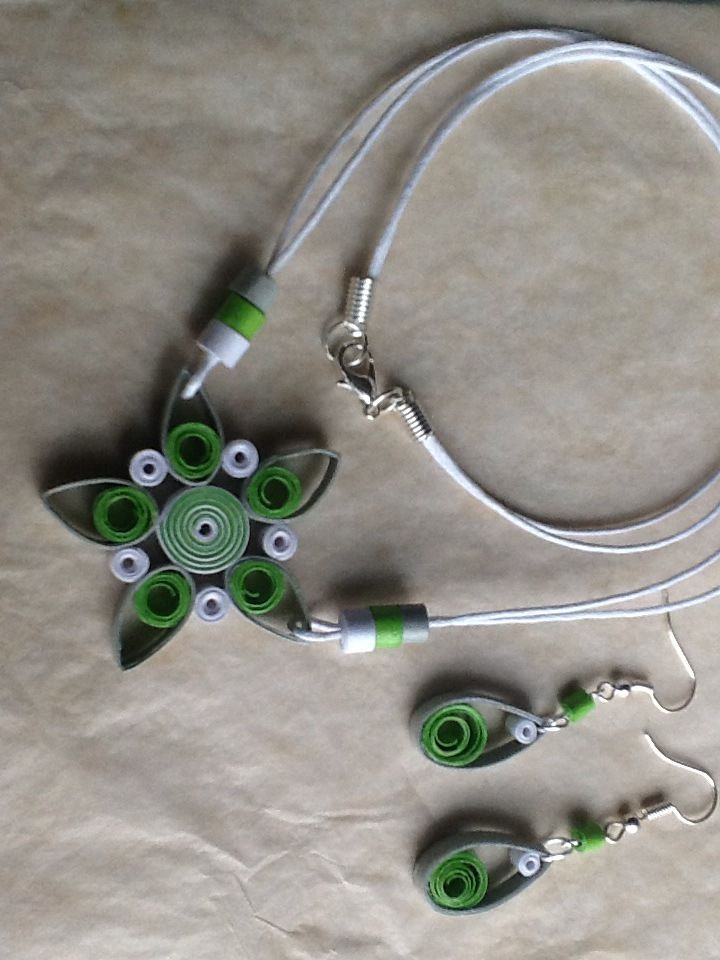 collier et boucles d 39 oreille en quilling papier roul colliers oreilles et boucles. Black Bedroom Furniture Sets. Home Design Ideas