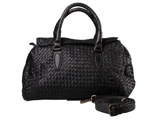 Borsa da giorno in pelle intrecciata con patta a chiudere. Da indossare a mano o con la tracolla. #resinastyle #bag #bags #daybag #fashion #borse #model #luxurybag #fashionable #handbag #fashionaddict #leather #handmade #fairtrade rèsina_style