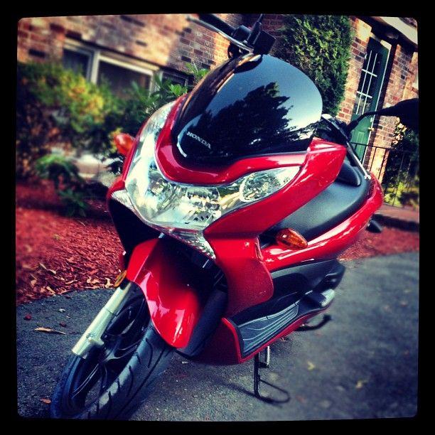 Honda PCX. red