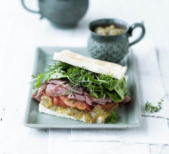 Sandwich mit grünem Tomaten-Relish
