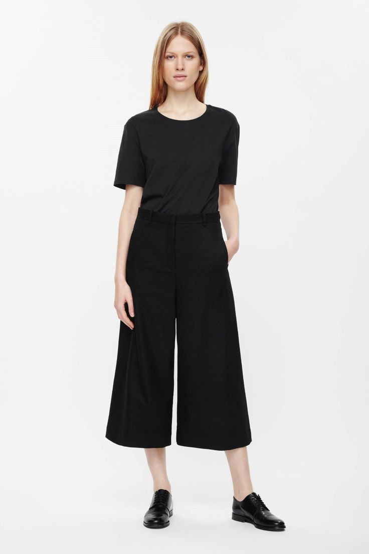 These wide-leg cropped trousers are made from a wool blend with a soft finish. Designed to sit on the waist, and with a slight dropped crotch, it has welt  pockets and a classic zip.