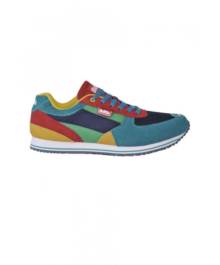 Sports running shoes with laces, based on an innovative melange nylon. They have a rubber sole in white with a matching colored stripe. The sole of the shoes is tailor-made and depicts the Underground. The shoes stand out for their particular three-color scheme, the vintage style, and the combination of materials. They are ideal for running, for the gym and for casual everyday dressing. Shop online https://www.bodytalk.com/en-gr/product/man/footwear/142-820122