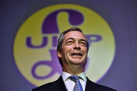 英独立党(UKIP)のファラージュ党首=2月28日、英南東部マーゲイト(AFP=時事) ▼16Mar2015時事通信|落選なら辞任=「反EU」党党首-英総選挙 http://www.jiji.com/jc/zc?k=201503/2015031600835