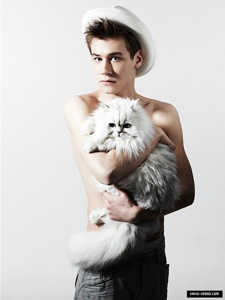 David Kross and a cat