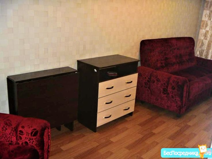 Сдаю гостинку 14 кв.м.,2/9.5500. все включено  Барнаул  Сдаю гостинку 14 кв.м.,2/9, в 5-ти комнатной квартире.  Мебель(диван,кресло,холодильник,комод,стол). Ремонт(пластиковое окно,линолеум)  Коммунальные и свет включены в стоимость.  На длительный срок. Собственник.
