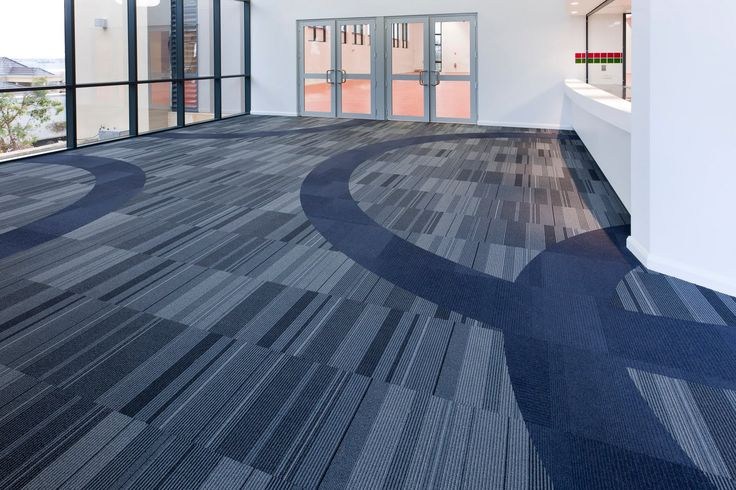 Curved carpet tile feature layout