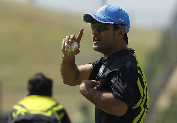 Indias-cricket-captain-Dhoni-gesture-during-a-practice-session-in-Hambantota.jpeg (3500×2427)