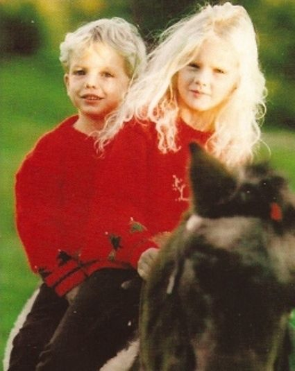 Taylor Swift with her Brother | Vintage blond Taylor Swift riding a horse with brother.