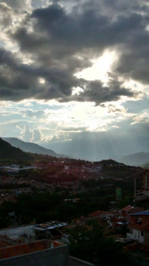 Los rayos del sol exaltan la belleza de nuestra querida perla del fonce!!.
