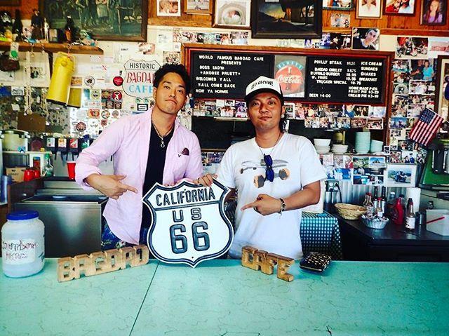 With my best bro from high school.  #throwback #Bugdadcafe #Springfield this is a photo of  going for a drive on #route66 when i'd gone on a trip to the USA alone together with the guy last Sep.  it was a blast !! #bromance😂 去年の9月は高校時代からの親友と男2人旅でアメリカへ。ルート66をドライブして立ち寄ったバグダッドカフェにて。旅で大事なのは一緒に行く相手とよく言うけどその通りだと思う。安心できる相手じゃないなら一人旅のがよっぽど良い😄それにしてもこの時はあんま焼けてない😫💦 #trip #traveling #travelgram #アメリカ旅行 #instatravel #カリフォルニア #旅行 #旅  #ラスベガス #バグダッドカフェ #movie #lasvegas #cali #travel #ルート66 #california…