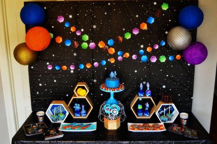 конструкции космический день рождения актуален год
