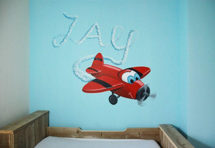 Vrolijk vliegtuig voor in de kinderkamer van een jongen. Ontwerp en schildering door BIM Muurschildering.  Airplane mural painting boy's room.