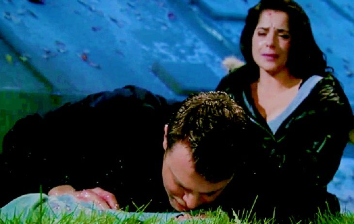 General Hospital's Tuesday episode's excitement begins with Jason (Billy Miller) on the footbridge talking to Spinelli on the phone, saying he can't find Sam (Kelly Monaco). Affiliate links included below. Thanks for your support!     Jason & Sam Morgan Sam is lying on the ground undernea