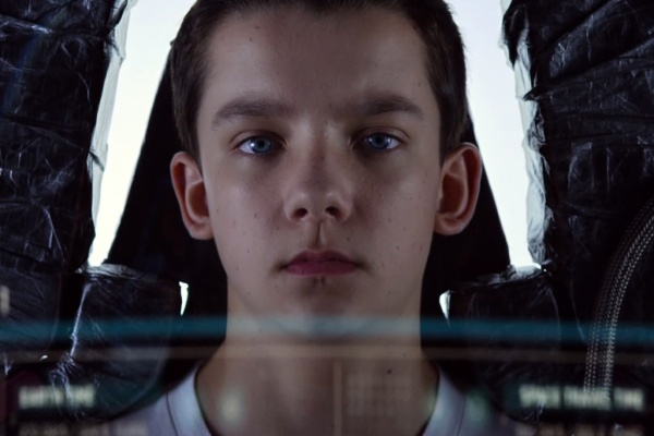 Ender's Game Official Trailer. Already looks better than Hunger Games. Come at me, bro.