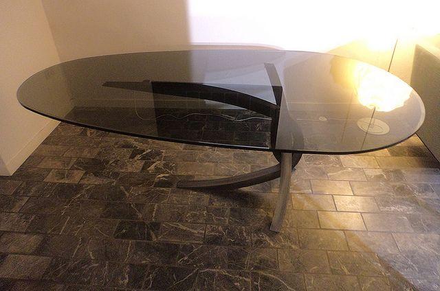 tavolo ovale 210 x 110 OVAL TABLE cristallo bicolore CRISTAL BI-COLOR base in acciaio colorato con Oikos BASE ON STEEL ,PAINTAD WITH OIKOS design 11/2013_Lauro Ghedini