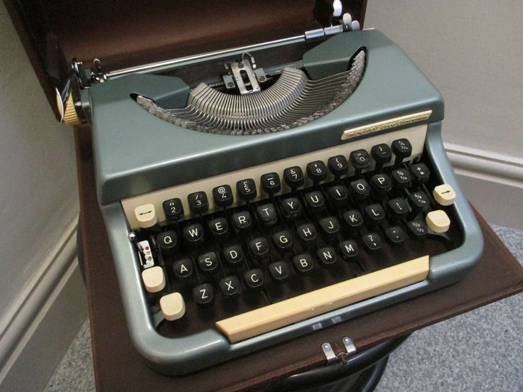 Vintage 1960's Imperial Good Companion No.6 Typewriter & Case