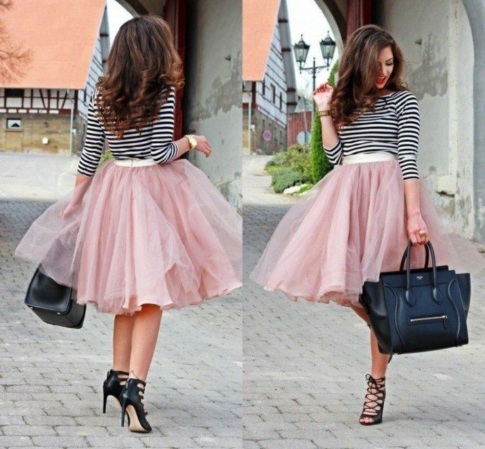 jupe en tulle rosen escarpins noirs et blouse rayée