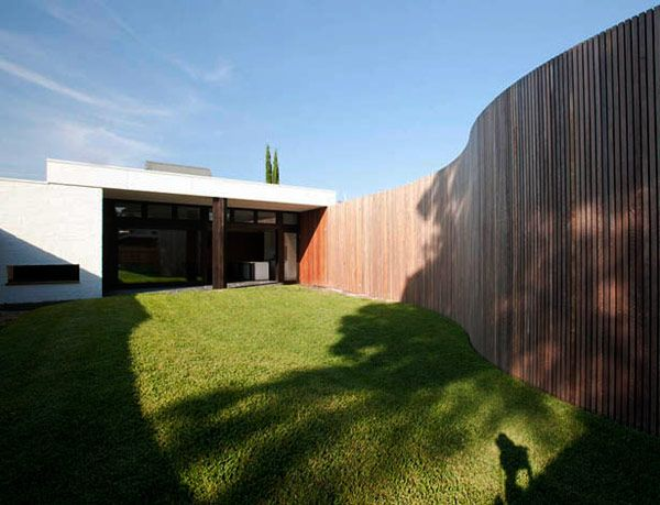 Curved Fence; East Brunswick house by Kennedy Nolan Architects