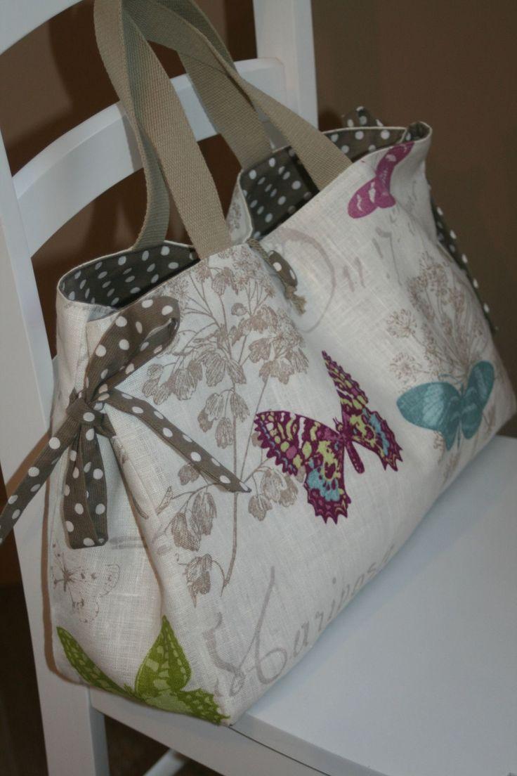 Pour cette nouvelle commande, une seule consigne : un sac pour y ranger un tricot en cours J'ai choisi de faire un sac tout en longueur,...