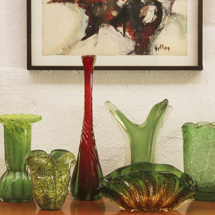 Vasos decorativos de Murano, 1960, Itália. | Murano art glass vases, 1960s, Italy.  #lojateo #designitaliano #italiandesign #modernariato #modernistdesign #midcenturydesign #anos60 #1960s #decor #decoracao #interiordesign #murano #muranoglass #muranoglassart #artglass