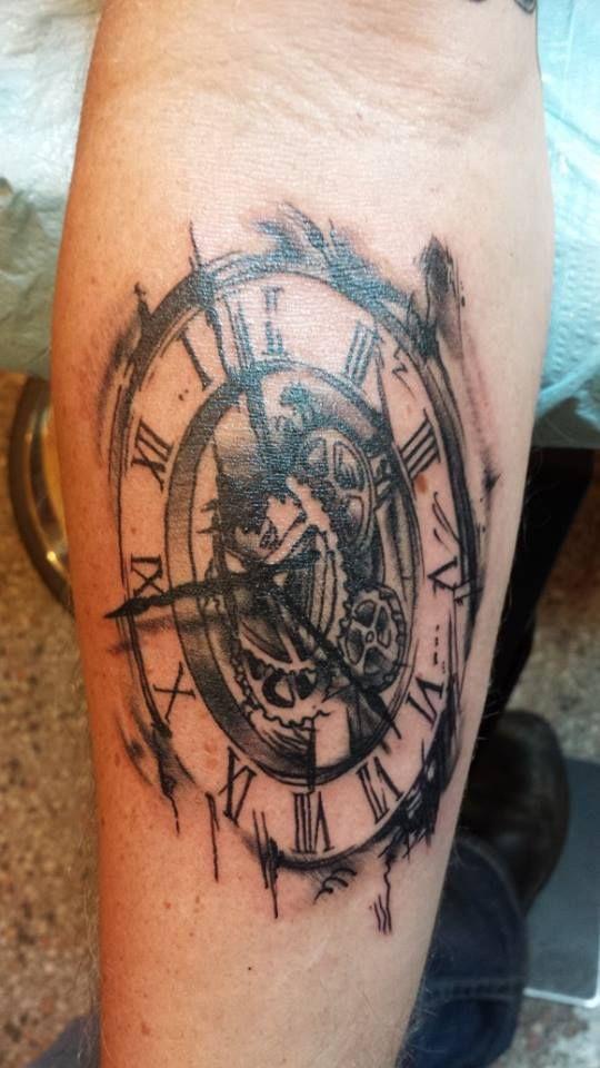 22 besten tattoos bilder auf pinterest uhren tattoos rmelt towierungen und taschenuhr tattoo. Black Bedroom Furniture Sets. Home Design Ideas