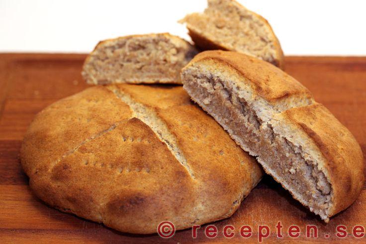 Scones - Recept p� scones. Klara p� 30 minuter. V�lj att baka dem med vetemj�l och grahamsmj�l eller bara vetemj�l. Bilder steg f�r steg.