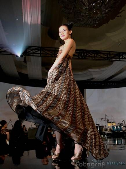 The pride of Indonesians to wear batik till the present days has preserved this art of textile