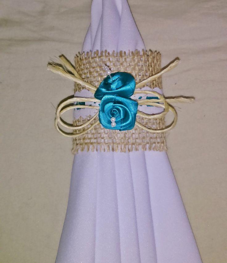 PORQUE OS DETALHES FAZEM TODA A DIFERENÇA    Decoração de casamento: estilo rústico chique é tendência.  Elegância e delicadeza e glamour estão juntas neste porta guardanapo totalmente artesanal.