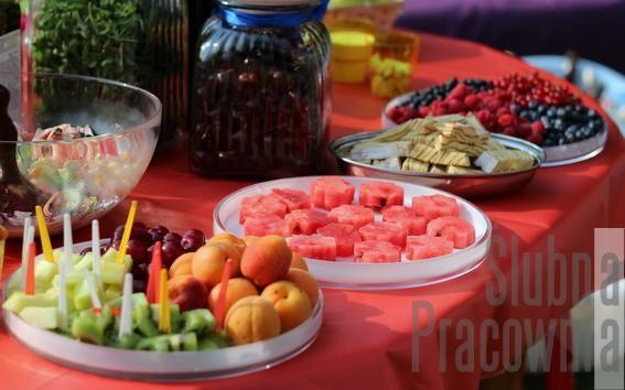 bufet owocowy impreza w ogrodzie