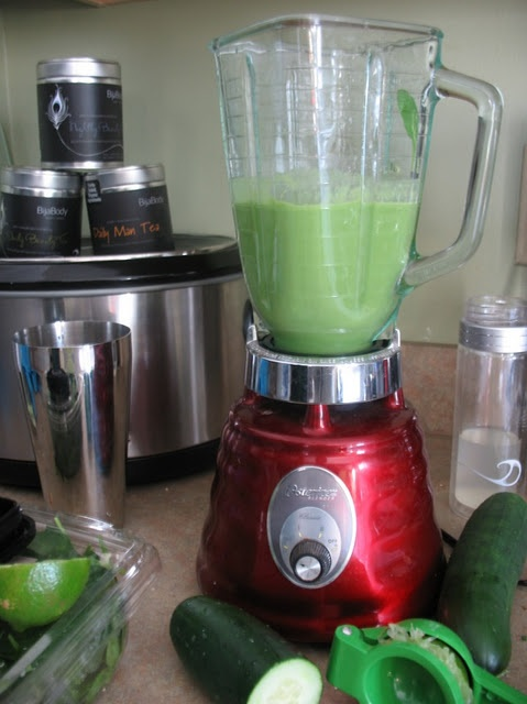 Kris Carr's Go-To Green Smoothie ~ You know about Kris Carr right? The amazing woman who healed herself of inoperable and (supposedly) incurable cancer. She made a documentary and wrote several books. When a person who has done that shares what she eats, I pay attention.