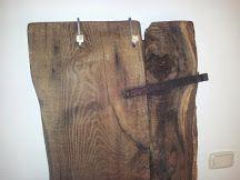 attacapanni con vecchia porta in castagno