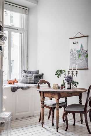 Small & lovely breakfast nook