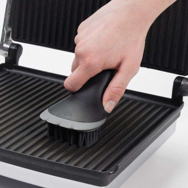 Escova de Limpeza para Grelhas, Sanduicheiras, Chapas, Máquinas de Waffle, etc - OXO - Diversos - Casa e Cozinha