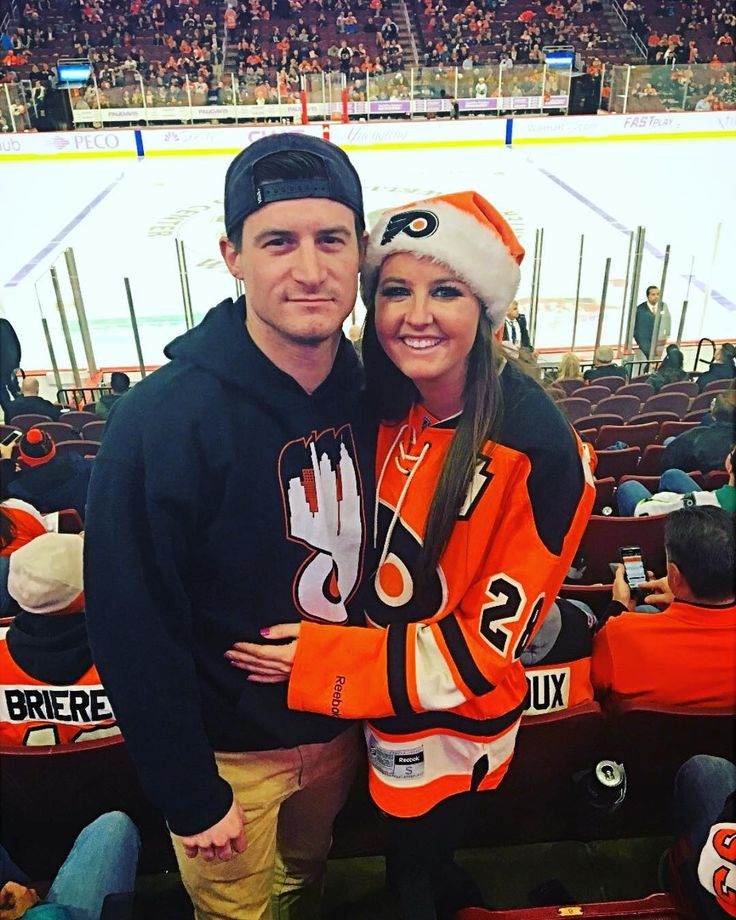 Thanks for letting me lose $140 of yours and letting me pay you back in Flyers tickets... who then also lost. But on the bright side our knees made it on the Jumbotron we still have the Cowboys and you got to hangout with me - so you're still a winner! . . . #makehockeyviolentagain #nhl #philadelphiaflyers #flyers #broadstreetbullies #flycowboysfly #gocowboys #hehatesme #icehockey #hockey #philadelphia #broadstreet #cityofbrotherlylove #wellsfargocenter #winorlosewestillbooze #centerice…
