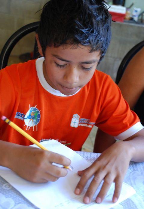 """""""Se expresan con una sencillez que se nos escapa, pero que nos cala hondo, y que no hay que dejar perder, por eso os animo para que #escribáis a los #niños, les contéis vuestro día a día, con esa misma sencillez y calidez."""" Ana González, #madrina y #voluntaria de Plan España. http://plan-espana.org/apadrina-o-descubre-como-colaborar-ong/apadrinar/escribir-cartas-ninos-apadrinados"""