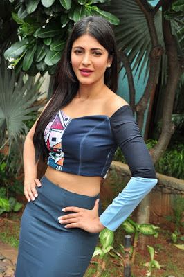 """High Quality Bollywood Celebrity Pictures: Shruti Haasan Looks Irresistibly Sexy At Telugu Film """"Srimanthudu"""" Promotional Event In Hyderabad"""