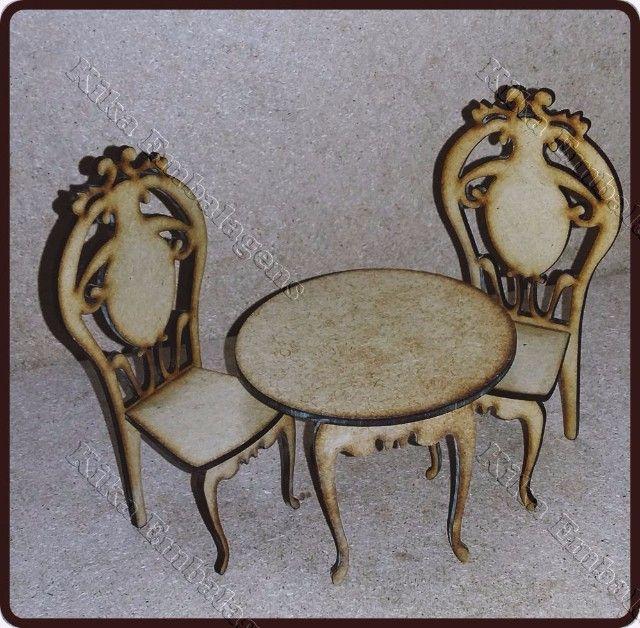 R$10.00 Mesa com cadeirinhas  Cadeiras com 12cm (altura) X 4cm (largura).  Mesa 5 (altura) X 8 (largura)  Mdf Cru