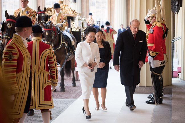 Chinese president's wife: A look at stylish first lady Peng Liyuan