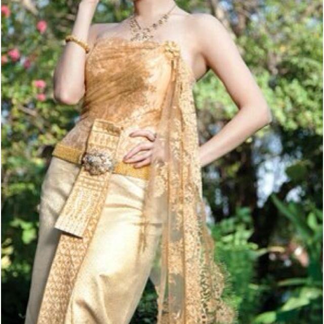 Tradition Thai wedding dress